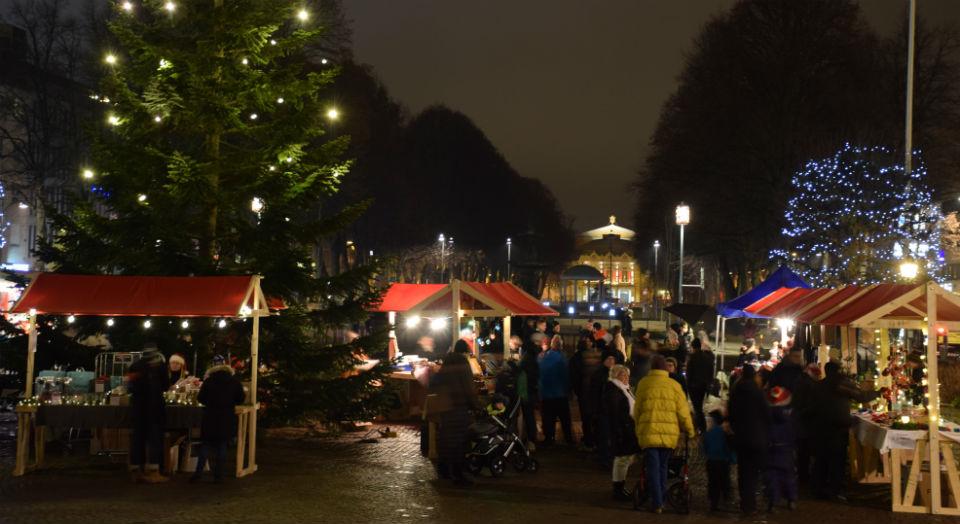 Julmarknad på Rådhustorget